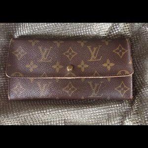 Authentic Louis Vuitton Sarah Long Wallet